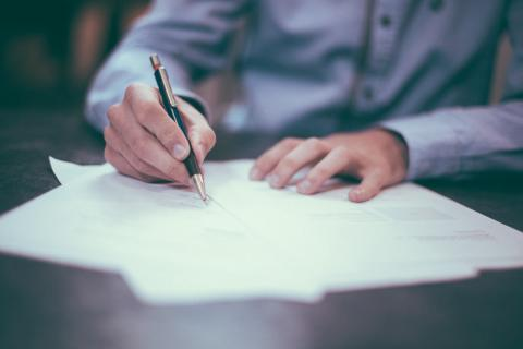 Staturary Periodic Tenancy: tenant signing agreement